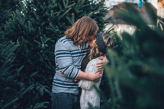 polibek u stromu