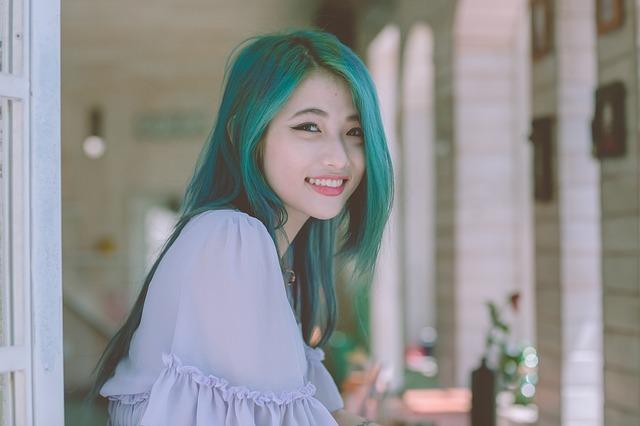 zelenovlasá dívka