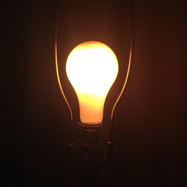 žárovka, kov