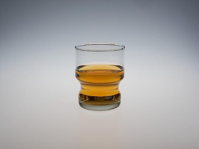 alkohol ve skleničce