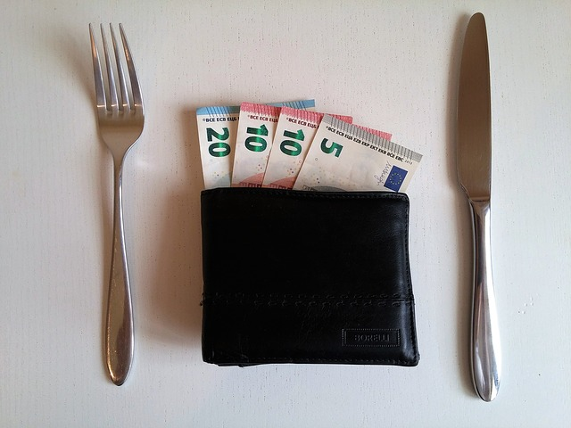 naservírované peníze
