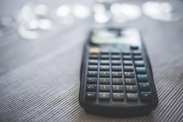 černá kalkulačka.jpg