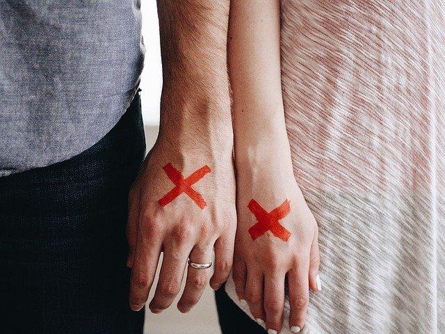červené x