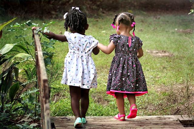 procházka holčiček