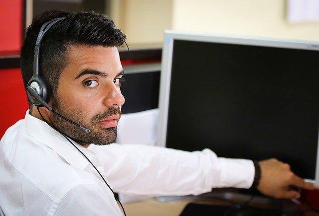 pracovník u PC